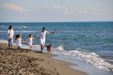 ΟΑΕΔ Κοινωνικός Τουρισμός: Δωρεάν διακοπές για 150.000 πολίτες
