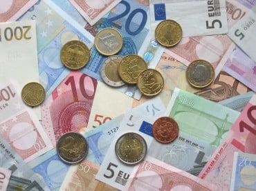 Οι Ελληνες ξόδεψαν 3,5 δισ. ευρώ για αγορες μέσω διαδικτύου το 2013