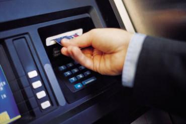 Capital controls: Ανεβαίνει στα 550 ευρώ το όριο αναλήψεων στα μετρητά