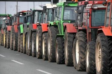 Στους δρόμους οι αγρότες – Δίωροι αποκλεισμοί Εθνικών Οδών