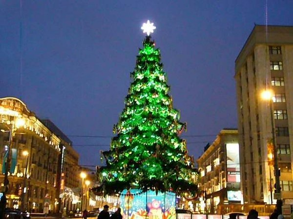 1014_christmas_tree_on_manej_square_at_moscow_-_russia.jpg