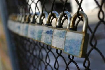 Μία στις δύο μικρές ελληνικές επιχειρήσεις κίνδυνεύει με λουκέτο