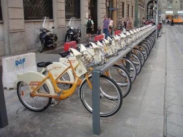"""Επεκτείνεται, αλλά μετ"""" εμποδίων, το σύστημα κοινόχρηστων ποδηλάτων στους δήμους"""