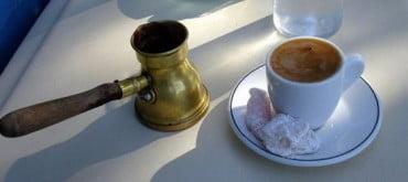 Τέλος σε δωρεάν καφέ και νερό για τους βουλευτές