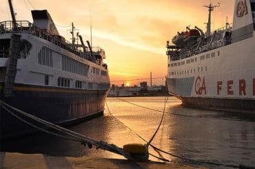 Δεμένα τα πλοία στα λιμάνια για 48 ώρες