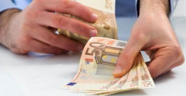 Στη ρύθμιση των 12 δόσεων ακόμα και οι μη ληξιπρόθεσμες φορολογικές οφειλές
