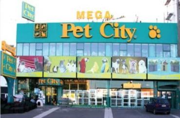 Πωλητές και πωλήτριες στην Pet City
