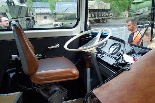 bus20driver20seat.jpg