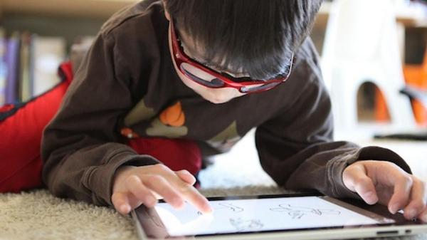 «Εξαρτημένος» ένας στους τρεις χρήστες της τεχνολογίας
