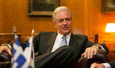 O Δημήτρης Αβραμόπουλος υποψήφιος πρόεδρος της Δημοκρατίας