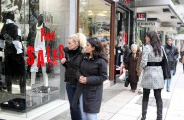 Ενδιάμεσες εκπτώσεις: Ανοιχτά τα καταστήματα την Κυριακή 1η Νοεμβρίου