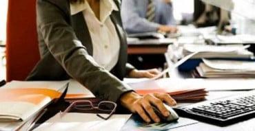Πάνω από 600.000 παραμένουν οι δημόσιοι υπάλληλοι παρά τις μειώσεις προσωπικού
