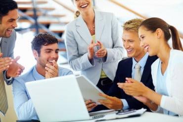 Καλύτερες οι αμοιβές σε επιχειρήσεις με 10 μισθωτούς και πάνω