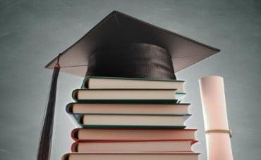 Σπούδασε με υποτροφία σε κορυφαία εκπαιδευτικά Ιδρύματα