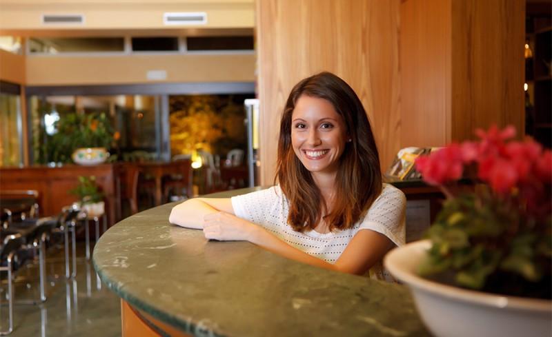 receptionist-hotel-columbia-marina-romea.jpg