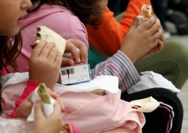 Αυξάνεται κατά 15% ο προϋπολογισμός των σχολικών γευμάτων