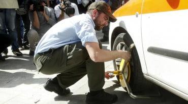 Δήμος Αθηναίων: «Δαγκάνες» σε παράνομα παρκαρισμένα ΙΧ