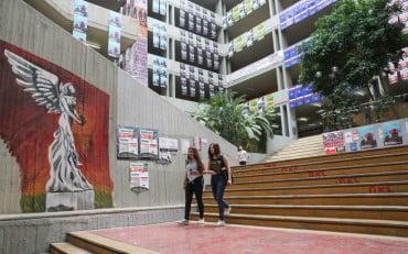 ΕΛΣΤΑΤ: Περισσότεροι φοιτητές στα πανεπιστήμια, αλλά λιγότεροι παίρνουν πτυχίο