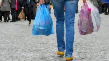 Τέλος η δωρεάν διάθεση λεπτής πλαστικής σακούλας