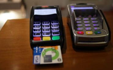 Τι αλλάζει από σήμερα στις πληρωμές μέσω POS