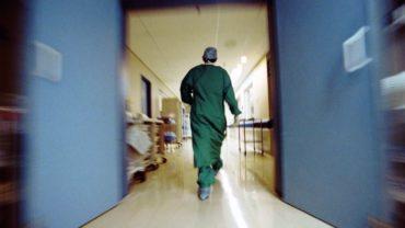 Ποινική δίωξη για την πρόσληψη ιατρών – νοσηλευτών στις ΜΕΘ