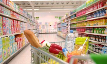 Οι Έλληνες έκοψαν και το φαγητό – Μείωση 27% στην ετήσια κατανάλωση τροφίμων