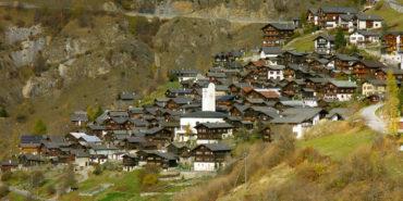 Ελβετικό χωριό προσφέρει 21.500 ευρώ σε οποίον μετακομίσει μόνιμα εκεί