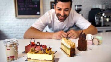 Ο Έλληνας ζαχαροπλάστης που γλυκαίνει τους Δανούς