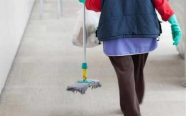 Μόνιμη, πλήρη και σταθερή εργασία ζητούν οι εργαζόμενοι στην καθαριότητα των σχολείων