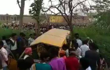 Τραγωδία με 13 παιδιά νεκρά όταν σχολικό συγκρούστηκε με τρένο στην Ινδία