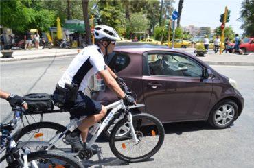 Αστυνομικοί με ποδήλατα πιάνουν δουλειά σε Χίο και Μυτιλήνη