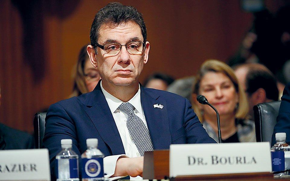 Μπουρλά: Δεν είμαστε σίγουροι εάν ο εμβολιασμένος θα μεταδίδει τον κορονοϊό
