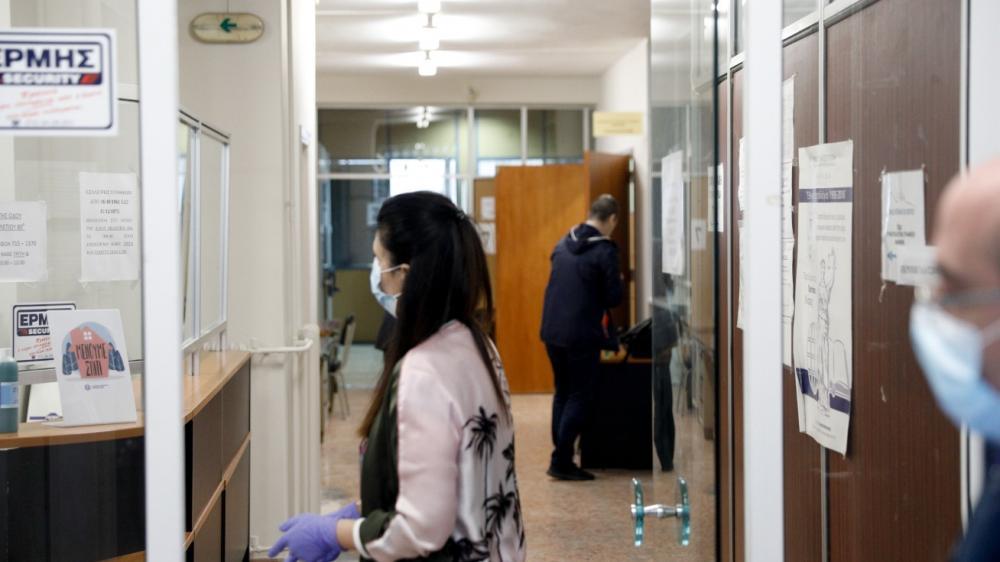 Πρόστιμο 300 ευρώ σε ανεμβολίαστους δημοσίους υπαλλήλους που δεν κάνουν τεστ